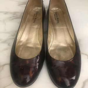 Taryn Rose size 37 patent leather flat